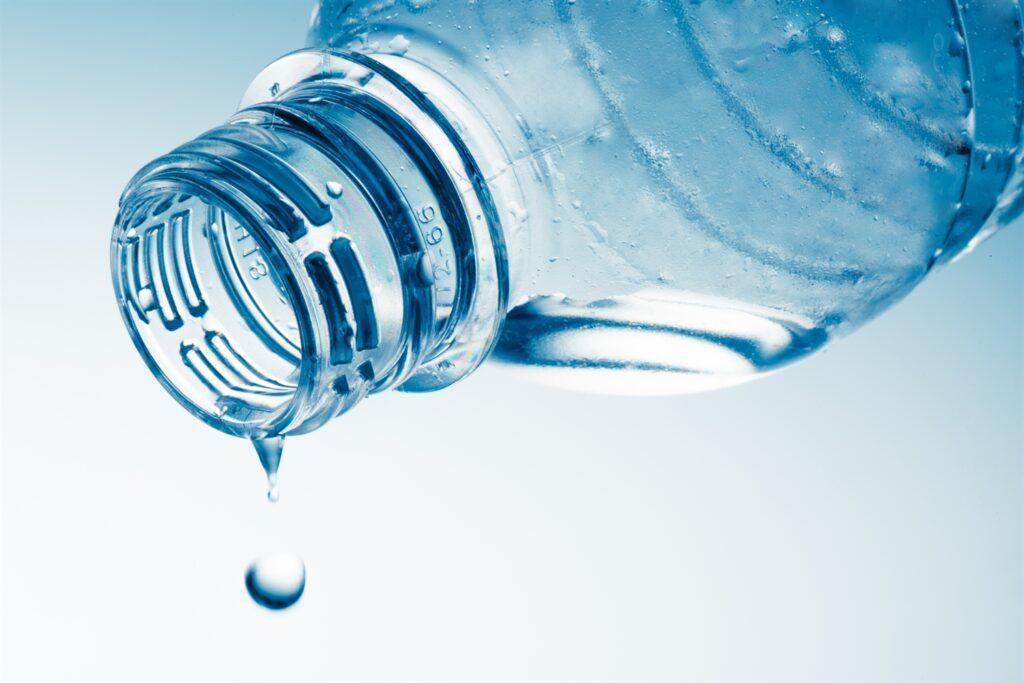 wasser trinken regelmässig intelligente wasserflasche hilft
